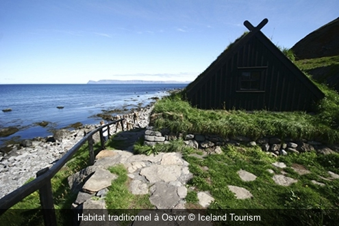 Habitat traditionnel à Osvor Iceland Tourism
