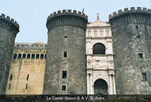Le Castel Nuovo A.V./S. Bons