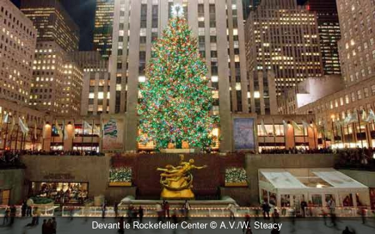 Devant le Rockefeller Center A.V./W. Steacy