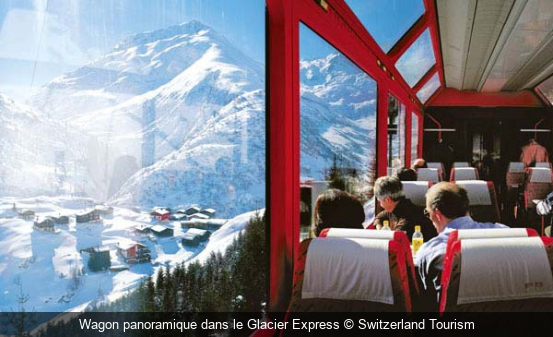 Wagon panoramique dans le Glacier Express Switzerland Tourism