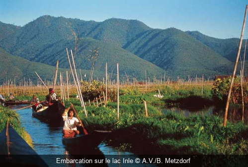 Embarcation sur le lac Inle A.V./B. Metzdorf